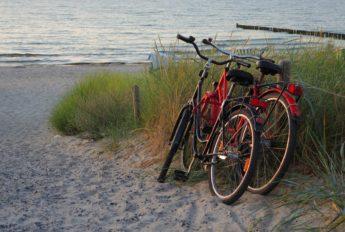 Fahrräder am Strand von St. Peter-Ording bei der Bude54